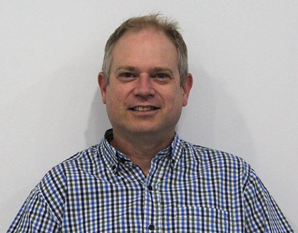 Dr Derek Manderson